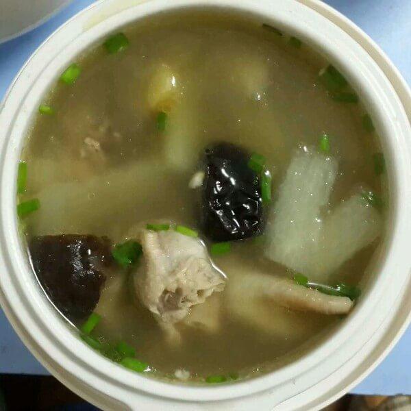 美味的煨汤