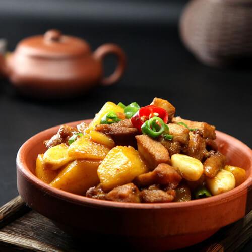 土豆炖鸡肘
