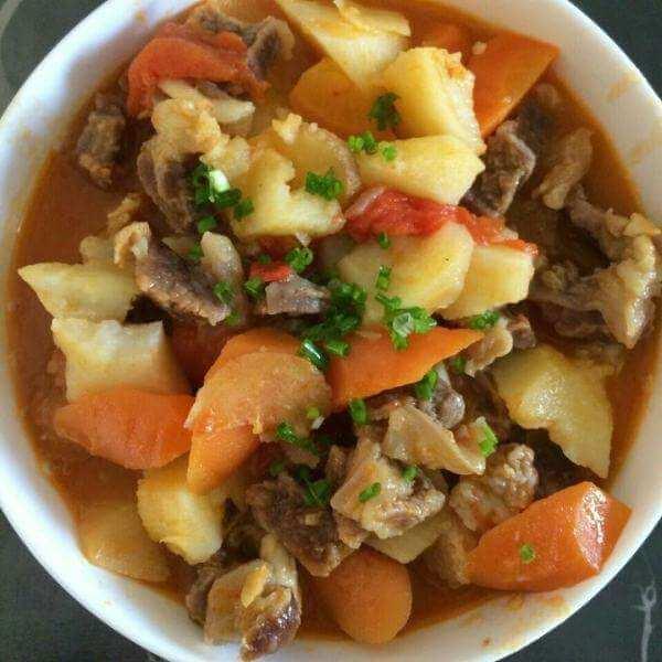红烧牛腩胡萝卜面