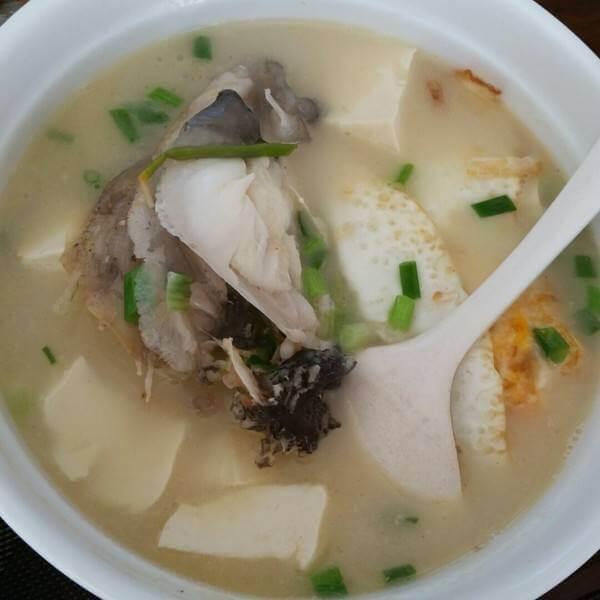 让人怀念的黄芪鱼头汤