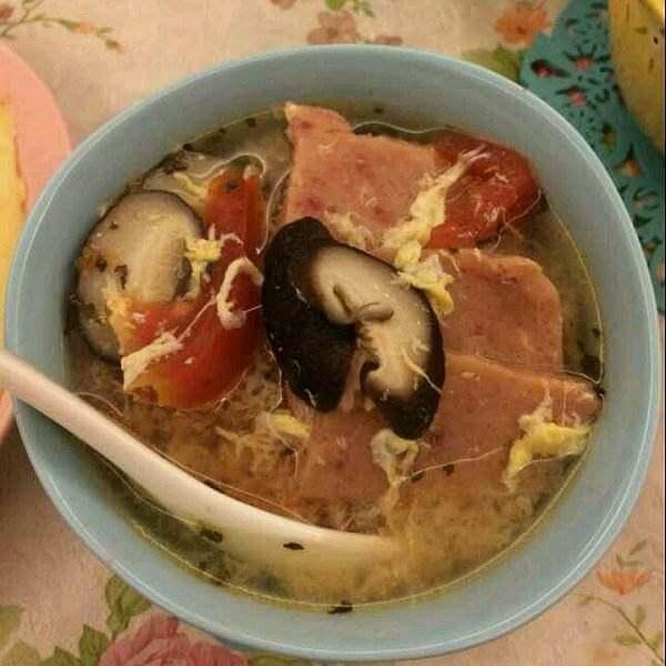 自制西红柿香菇汤