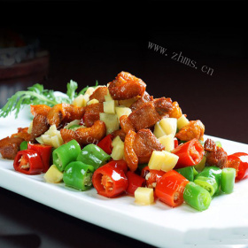 五花肉炒双色辣椒