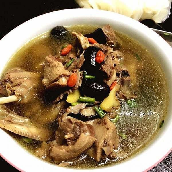 味道不错的鸭杂汤