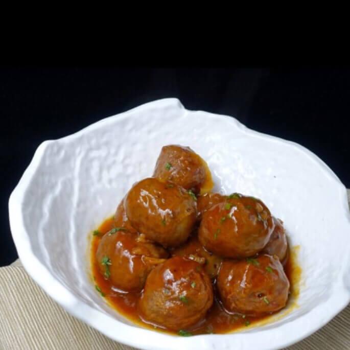 热腾腾的茄汁牛肉丸