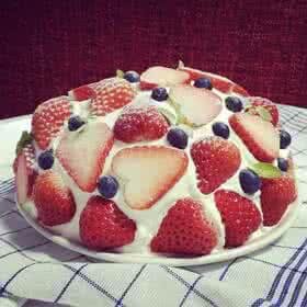 让人怀念的草莓巨蛋蛋糕