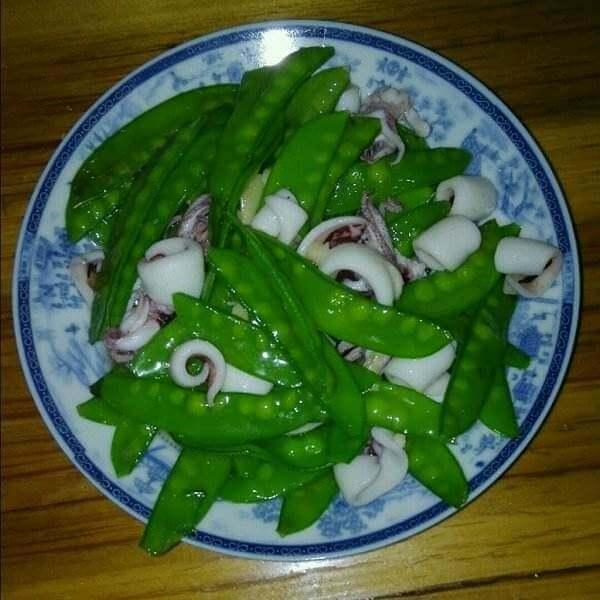 蒜香鱿鱼炒荷兰豆