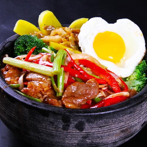 红肠时蔬石锅饭