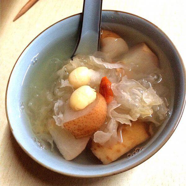 雪莲银耳莲子汤