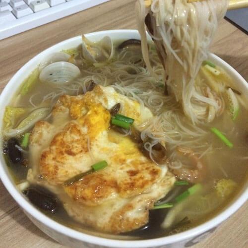 美味七彩汤面