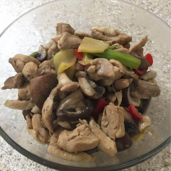 自己做的菠菜蘑菇炒鸡片