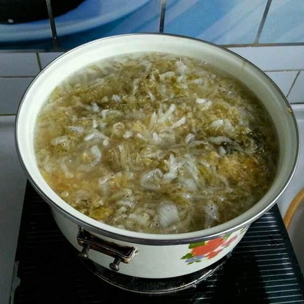 在家做的酸菜大骨头
