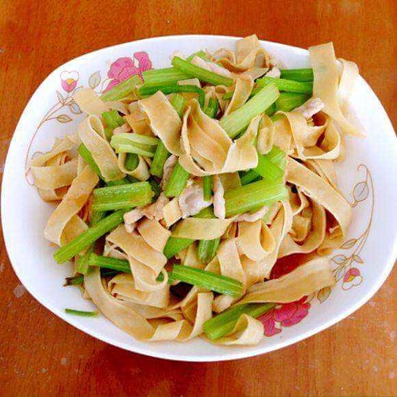 豆腐皮芹菜肉丝