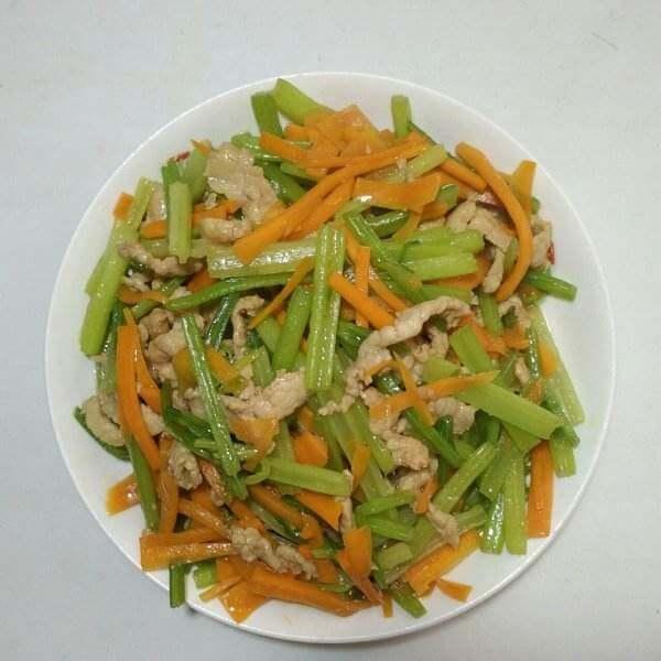 芹菜炒肉丝粉