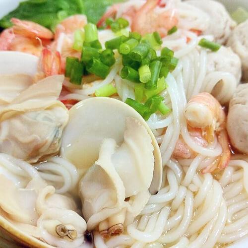 萝卜蛤蜊筒骨煮米粉