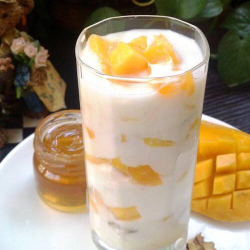 芒果核桃蜜酸奶