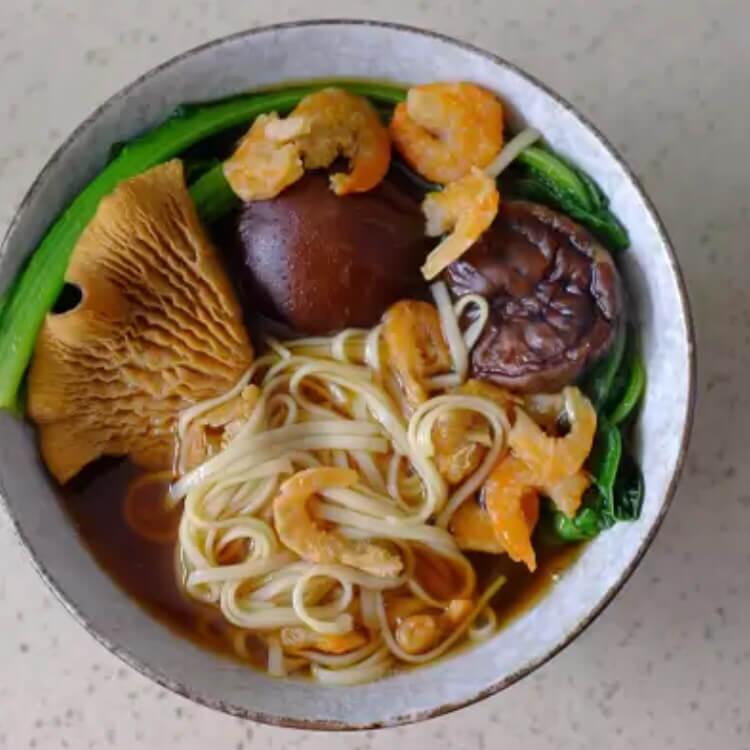 香菇青菜刀削面