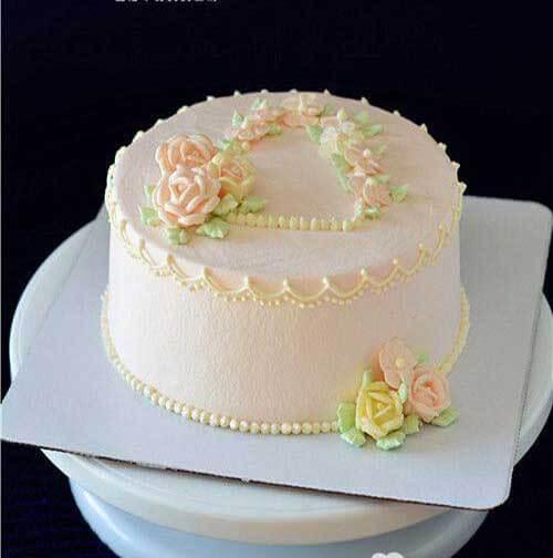 奶油霜浅浅粉蛋糕
