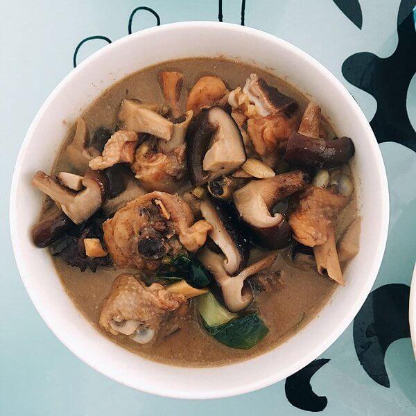 香菇圆白菜煮腊鸡腿