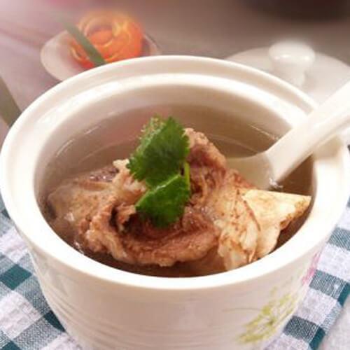 美味可口的清炖土猪大骨汤