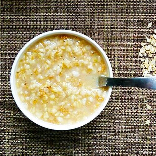 家常牛奶黑芝麻麦片粥