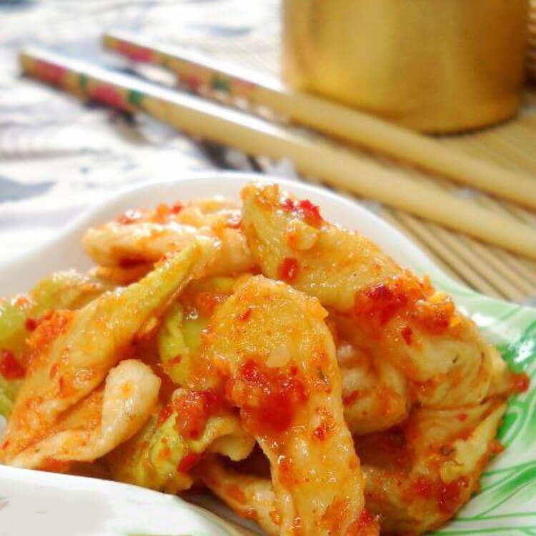 美味可口的韩式脆辣萝卜