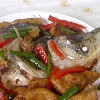 美美厨房之油豆腐烧鱼头