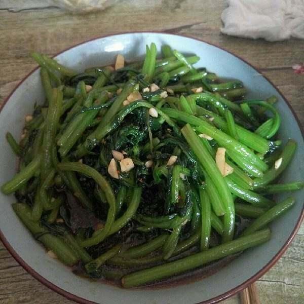 蒜蓉老干妈茼蒿菜