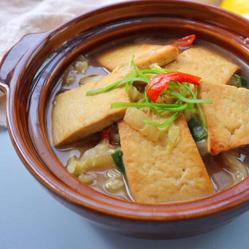鲫鱼杂菇豆腐煲