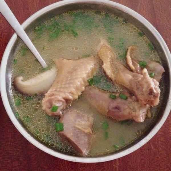 黑木耳鸽子汤