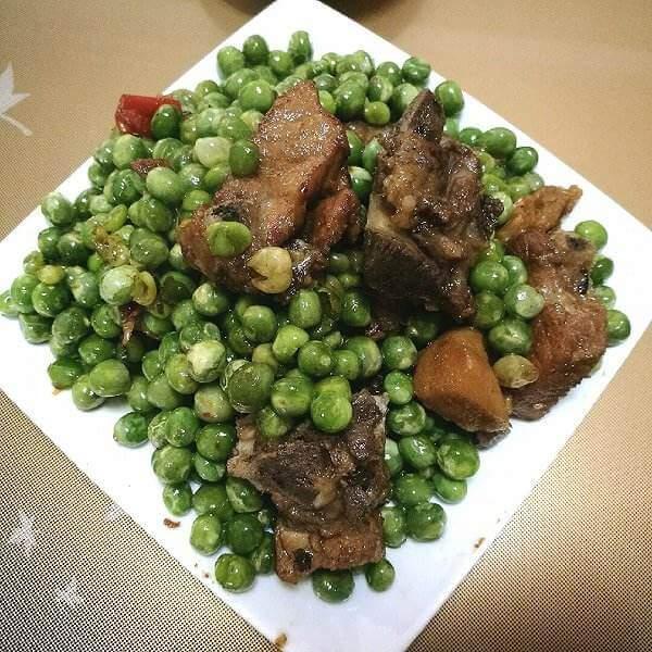 豌豆焖排骨