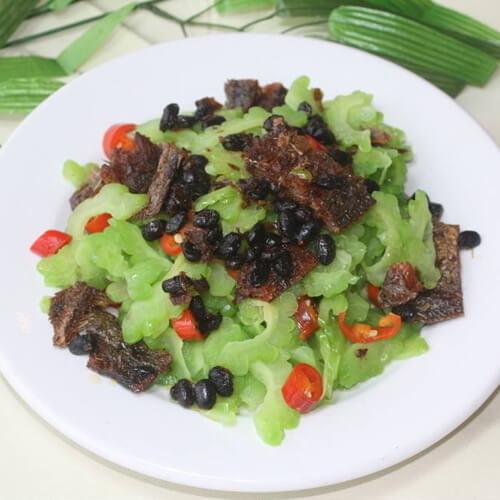 超级美味的豆豉鲮鱼炒苦瓜