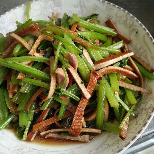 易做的香干炒芹菜的做法