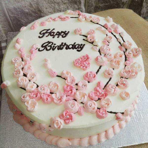 梅花奶油霜蛋糕