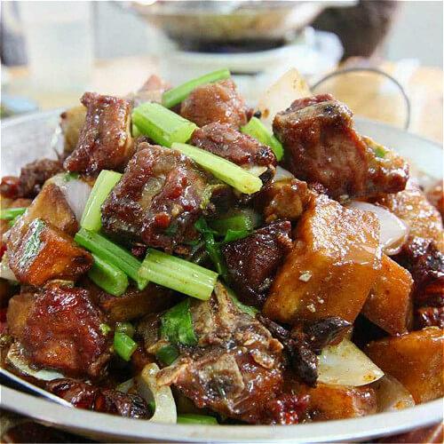 干锅土豆排骨