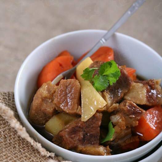 胡萝卜土豆煲猪骨瘦肉