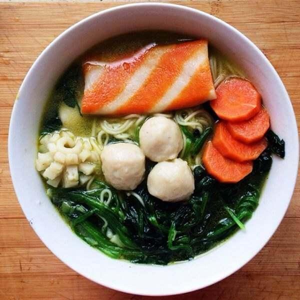 家庭版鱼丸蔬菜面
