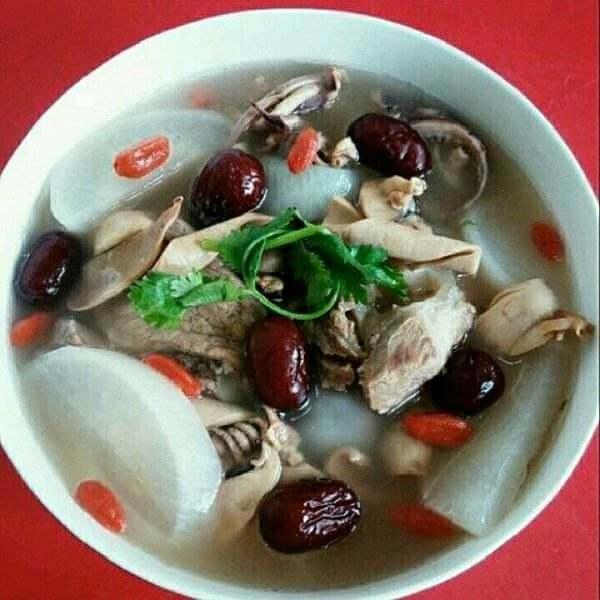 墨鱼猪手汤