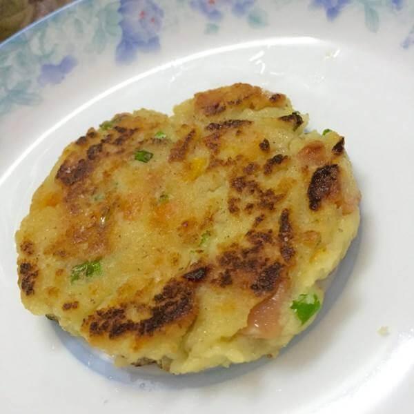 自制早餐韭菜鸡蛋豆渣饼