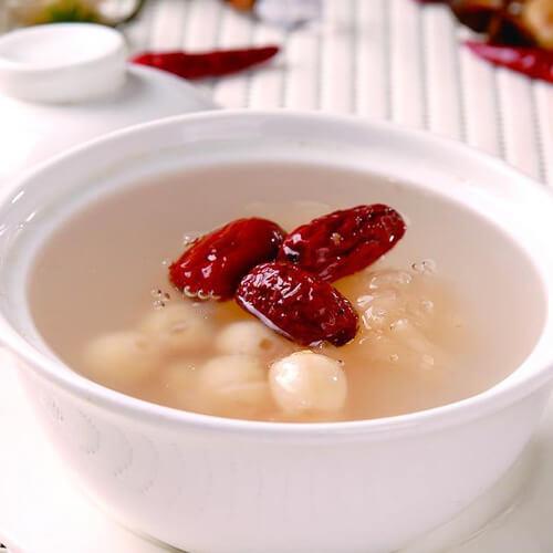 养生红枣莲子银耳汤