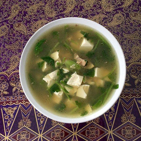 菠菜豆腐鲫鱼汤