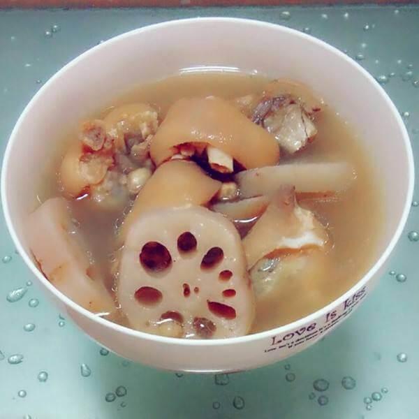让人怀念的猪蹄藕汤