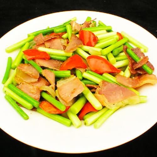 诱人的蒜苔炒肉的做法