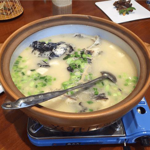 那浓浓的千岛湖鱼头汤是暖暖的家的味道