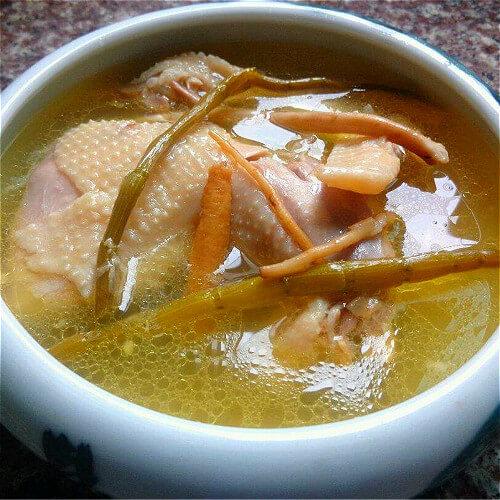 浓香的老母鸡汤