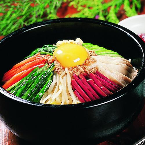 蒜苗鹌鹑蛋蔬菜面
