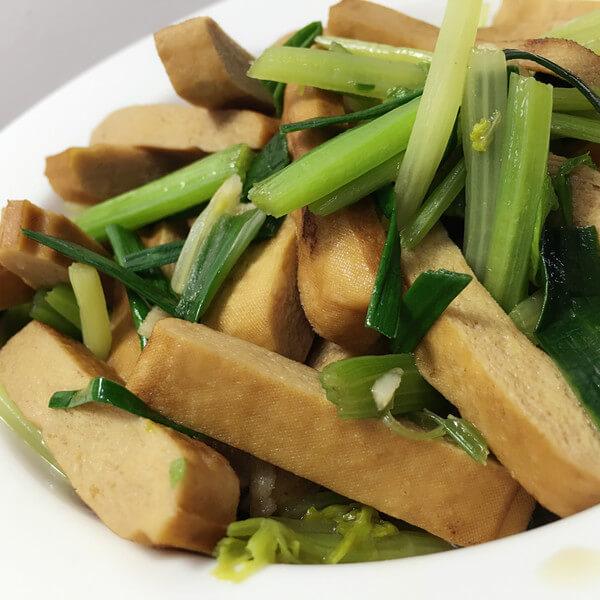 美味的蒜苗炒豆腐