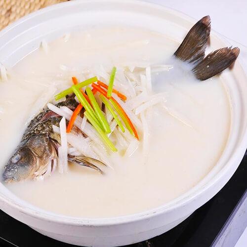 营养的鲫鱼萝卜汤