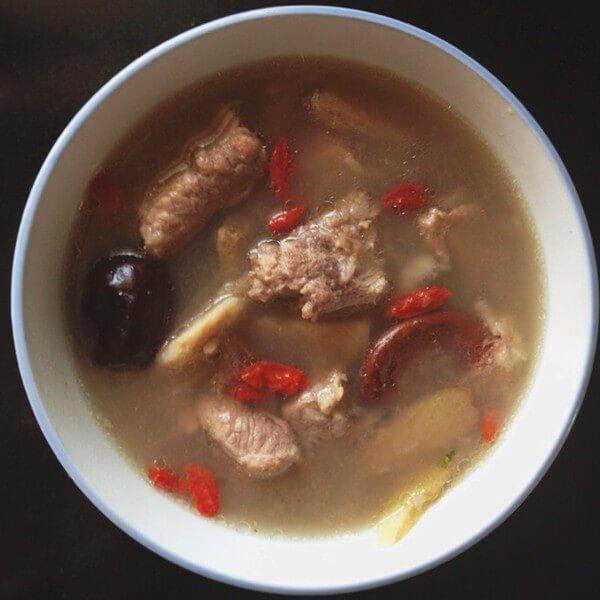 营养丰富的榴莲壳排骨汤