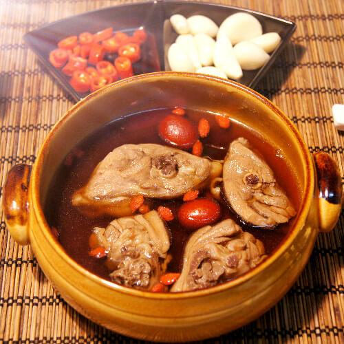 美容养颜红枣鸡腿汤