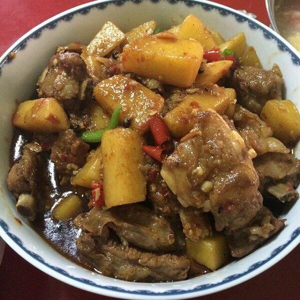 美味的土豆烧排骨的做法